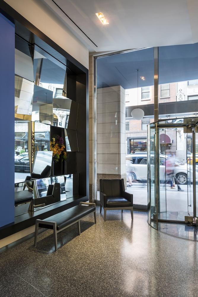 Atlas New York: 43H a glass door