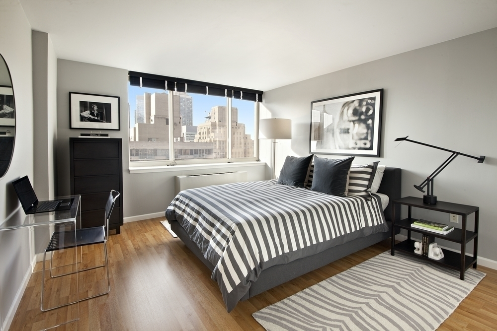 Atlas New York: 36C a living room filled with furniture and a flat screen tv
