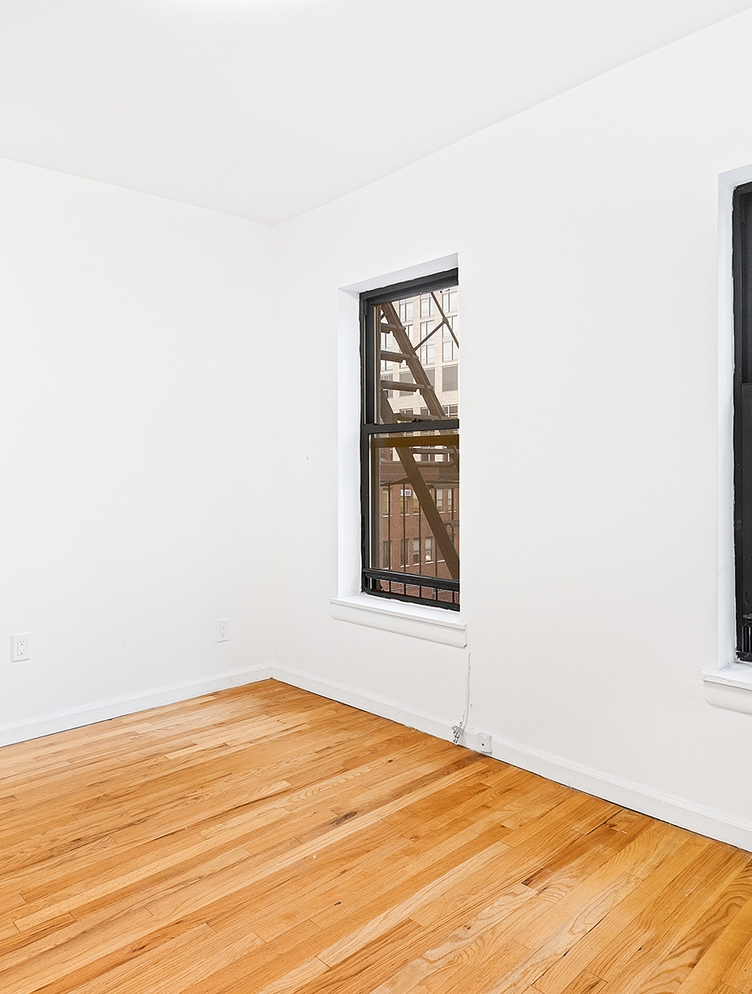 Photo of 172 East 92nd Street