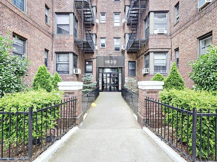 1620 East 2nd Street