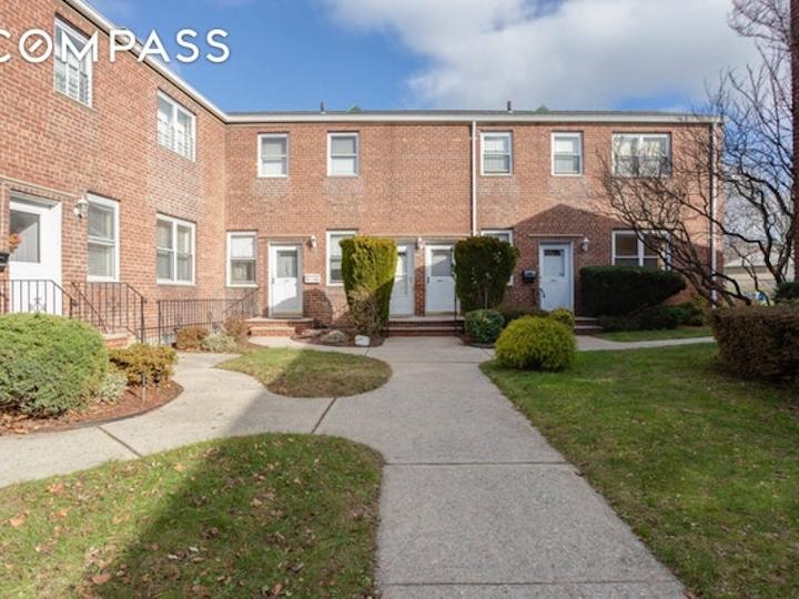 sales - 10-17 Whitestone Expy, Queens|NY
