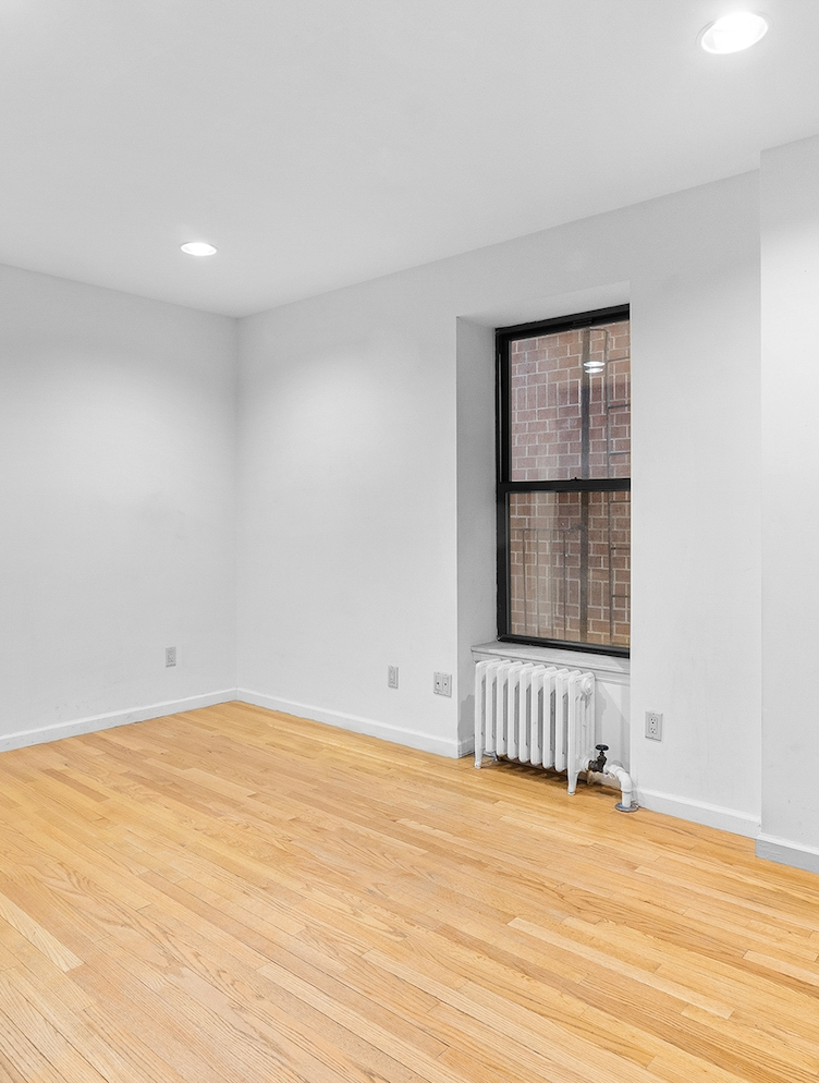 Photo of 415 East 75th Street